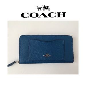 🆕 New Coach Blue Accordian Style Zip Wallet